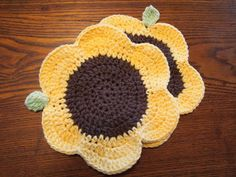 Sunflower dishcloths courtesy of Amy and created from the free Flower Power Dishcloth Crochet Home, Knit Or Crochet, Crochet Motif, Crochet Crafts, Yarn Crafts, Crochet Stitches, Crochet Patterns, Crochet Mandala, Double Crochet