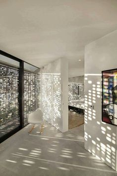 Villa Kavel 01 by Studioninedots - I Like Architecture Architecture Details, Interior Architecture, Interior Design, Villa Luxury, Showroom Design, Design Hotel, Curved Glass, Light And Shadow, Lighting Design