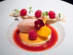 Peach Melba @ Hakkasan Shanghai Gourmet Desserts, Fancy Desserts, Plated Desserts, Gourmet Recipes, Delicious Desserts, Dessert Restaurants, Do It Yourself Food, Dessert Presentation, Molecular Gastronomy