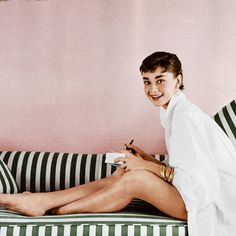 glitter-in-wonderland: upabove-downbelow: Audrey Hepburn by Mark Shaw, ))(( xx Audrey Hepburn Mode, Audrey Hepburn Photos, Classic Hollywood, Old Hollywood, British Actresses, Celebs, Celebrities, Alter, Role Models