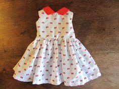 Habit de poupée : robe sans manche, petit col rouge pour poupée Maru and Friends ou Journey girls.                                                                                                                                                                                 Plus
