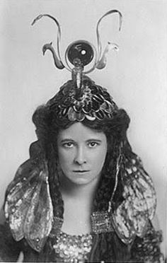 Miss Darragh (aka Letitia Marion Dallas) being Cleopatra in Antony and Cleopatra by Shakespeare at the Queen's Theatre in Manchester, 1908 BeingCleopatra.blogspot.com