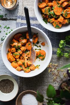 These healthy Moroccan Carrots are a favorite flavorful side dish. They are loaded with garlic, vinegar and spice! Naturally gluten free and paleo! Side Dish Recipes, Side Dishes, Barbecues, Potlucks, Delicious Vegan Recipes, Healthy Recipes, Season Fruits And Vegetables, Moroccan Carrots, Carrots Healthy