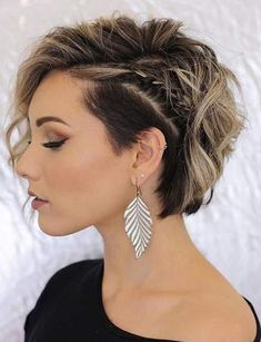 Trending Hairstyles 2019 - Short Layered Hairstyles - EveSteps New year 2019 came with many beautiful hairstyles trends, one of these trends is the short layered hairstyles. Prom Hairstyles For Short Hair, Trending Hairstyles, Short Curly Hair, Bride Hairstyles, Curly Hair Styles, Layered Hairstyles, Short Pixie, Short Bob With Undercut, Haircut Short