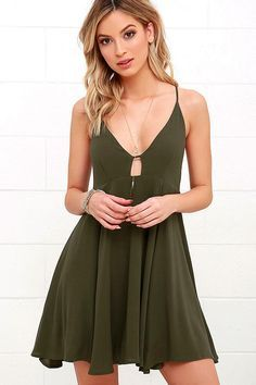 Let the island hopping begin in style with the Samana Bay Olive Green Dress! A fitted, triangle bodice with center cutout is supported by crisscrossing straps that tie at back. Medium-weight woven rayon shapes a full skirt below.