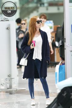 Jessica Jung - Love her sunglasses collection. Snsd Airport Fashion, Snsd Fashion, Korea Fashion, Asian Fashion, Daily Fashion, Girl Fashion, Jeans Fashion, Jessica Snsd, Jessica & Krystal