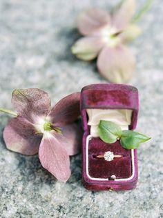 Nhẫn cưới - vật chứng vĩnh cửu cho tình yêu