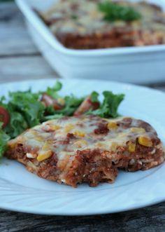 Hei, og god fredag! Idag har eg en skikkelig helgeoppskrift til dere, nemlig en ny vri på speltlompe-lasagne som er en av mine mest populære oppskrifter! I kombinasjon med smaken av taco måtte det berre bli bra, og det blei det. Tacolasagne med lomper (bruk dei lompene du foretrekker) som «pastaplater», enkel oppskrift som er … Cottage Cheese, Tacos, Food And Drink, Healthy Recipes, Healthy Food, Dinner, Ethnic Recipes, Drinks, Lasagna