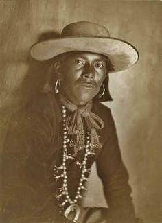 HOPI MAN , circa 1900 Native American Beauty, Native American Photos, Native American Tribes, Native American History, American Indians, Indian Tribes, Native Indian, Hopi Indians, Edward Curtis