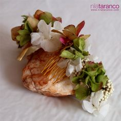 Corona de flores liofilizadas by @nilataranco. Hortensias en tonos verde, blanco y rosa envejecido para novia, comunión o invitada. #coronasdeflores #nilatarancodesign #tocadosdeinvitada #lookdeinvitada #bodas #bridalstylist #weddingoutfit #bodadedia #handmade #headpieces #accesoriosparaelcabello #diademasparabodas #pinflowers