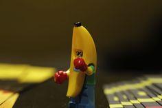 Lego, toy, toyphoto, toyphotography, muz, banana, oyuncak, oyuncak fotoğrafçılığı, boks, boks eldiveni