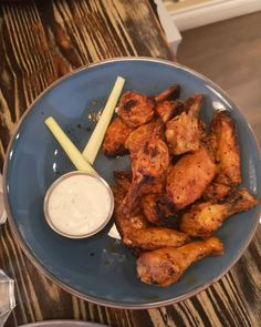 Spicy Pizza, Garlic Dip, Wood Fired Oven, Blue Cheese, Recipes Dinner, Quick Meals, Tandoori Chicken, Food Pictures, Chicken Wings