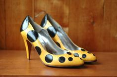 SALE / vintage 1980s shoes / yellow and black by honeytalkvintage, $60.00