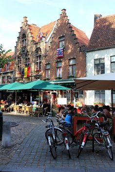Street life in Bruges | Belgium    Photo taken by me (Nacho Coca)
