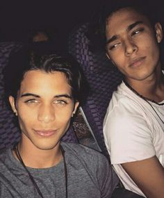 Erick Brian Colón y Joel Pimentel CNCO #ErickBrianColon #JoelPimentel #Cnco Brian Colon, Twitter Bio, Instagram Photo Video, Just Pretend, Sing To Me, Best Friend Goals, Founding Fathers, Good Looking Men, Perfect Man