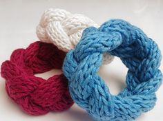 DIY Anleitung: Strickarmband // fashion diy: knitted bracelet via DaWanda.com