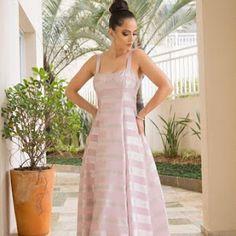 Vestido de festa com manga longa para usar durante o dia - Madrinhas de Casamento Wedding Dress, Fall Wedding, Fashion Beauty, Womens Fashion, Rose, Clothes For Women, Formal, Dresses, Style