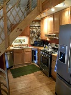 That is an AWESOME Yurt kitchen! Cair Paravel Enterprises: Yurt For Rent!