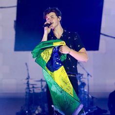 "3,886 curtidas, 6 comentários - Shawn Mendes Updates (@shawnmendesupdates1) no Instagram: ""Photos of Shawn performing at #villamix in Brazil tonight"""