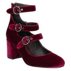 4c83730793dc1 27 nejlepších obrázků z nástěnky Shoes/ Boty   Einkaufen, Modell a ...