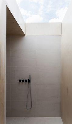 Plywood House / Simo