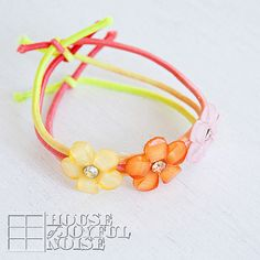 Adorable Stretch Jewelry for Little Girls - Using buttons and stretchy elastic string!