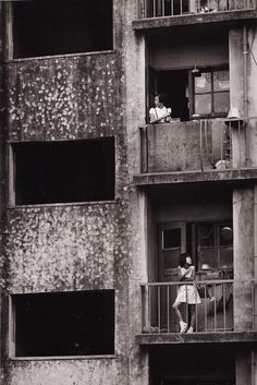 The first postwar municipal apartment buildings, Okubo Tokyo, 1961    photo by Nagano Shigeichi