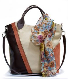 O geantă bine aleasă dă un plus de frumusețe și eleganță oricărei ținute. Dacă îți place geanta Feline, recomandă-o prietenelor prin Happy Share și ai 4% comision din vânzările rezultate.