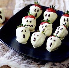 Halloween dessert- chocolate covered strawberries. I have the same plates, it must be a sign!