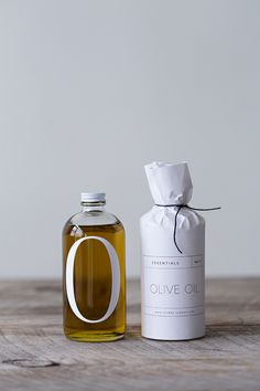 Graphic design and packaging: olive oil bottle Olive Oil Packaging, Cool Packaging, Bottle Packaging, Print Packaging, Design Packaging, Beauty Packaging, Product Packaging, Bread Packaging, Paper Packaging