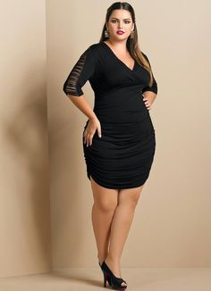 Plus Size Model Cleo Lima Fernandes