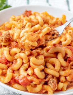 Have dinner on the table in about 30 minutes with this easy American goulash. Th… Have dinner on the table in about 30 minutes with this easy American goulash. This beefy macaroni is loaded with diced tomatoes and tomato sauce….then topped with cheese. Recipes With Diced Tomatoes, Macaroni And Tomatoes, Beef Macaroni, Macaroni Casserole, Beef Pasta, Macaroni And Cheese, Pasta Meals, Casserole Recipes, Easy Goulash Recipes