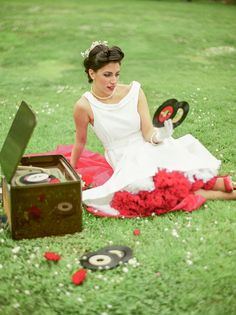 rockabilly wedding inspiration http://weddingwonderland.it/2016/06/matrimonio-rockabilly-anni-50.html
