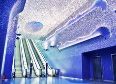 La Stazione #Toledo della #Metropolitana di #Napoli Vincitrice nel 2013 dei Emirates leaf international award come Edificio Pubblico dell'Anno mentre nel 2015 vince scelta dalla International Tunnelling Association come miglior opera sotterranea #capolavoro