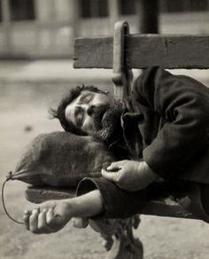 Paul Citroen – Clochard sleeping on bench, Paris, 1929