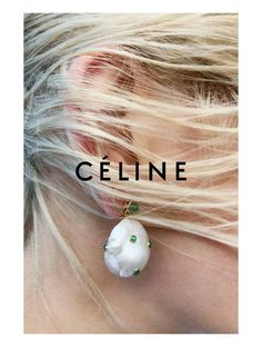 Baroque Simple Earring Celine Summer 17 Collection Photography by 👂🏻👂👂🏽👂🏿 Stone Jewelry, Pearl Jewelry, Jewelery, Pearl Earrings, Paper Earrings, Design Set, Jewelry Editorial, Editorial Fashion, Pearls