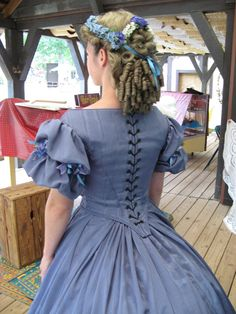 Deeanne Gist and her adventure in Victorian clothing — Waisted Efforts Civil War Fashion, 1800s Fashion, Victorian Fashion, Vintage Fashion, Civil War Hairstyles, Historical Hairstyles, Vintage Dresses, Vintage Outfits, Victorian Hairstyles