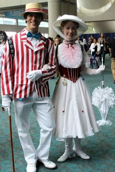 Mary Poppins and Bert flew in for a visit! | 28 Comic-Con Couples Who Totally Nailed This Cosplay Thing