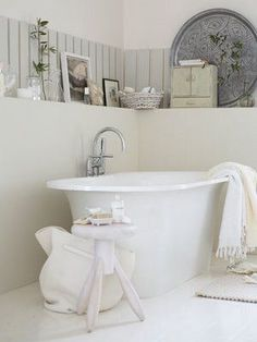@juliemorrow a good example for you of how you place one of these tubs. Note the space from the walls. Forget about the window in your room You will make it make sense with tiny framed artwork between window and wall.