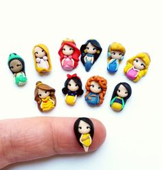 New Ideas Disney Art Merida Mulan Fimo Disney, Polymer Clay Disney, Cute Polymer Clay, Cute Clay, Polymer Clay Miniatures, Polymer Clay Charms, Polymer Clay Creations, Diy Clay, Clay Crafts