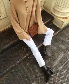 "1,561 Me gusta, 8 comentarios - NANUSHKA (@nanushka) en Instagram: ""NYC vibes via @nycbambi The LAMÉ sweater and LENA bag in good company #nanushka #nanushkagirls"""