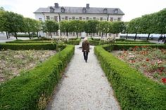 Weltkulturerbe: Wenig Initiative für Schloss Bensberg [#gl1] - Verhalten ist das Echo von offizieller Seite auf die Idee, einen Antrag zur Aufnahme von Schloss Bensberg ins Unesco-Weltkulturerbe vorzubereiten. Die Stadt äußert Skepsis vor vage beschriebenen Auswirkungen, die der Titel mit sich bringen könnte.