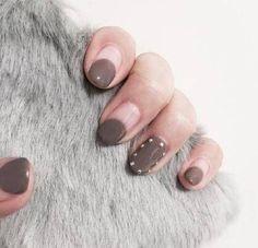 清爽简约风格的指甲款式,这样的风格很适合冬天