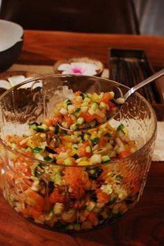 箸休めのサラダということですが、とても美味しそう♡ ロミロミ風なのは、サーモンが細かくしてあるからでしょうか。ちなみに「romiromi(ロミロミ)」とは、ハワイ語で「もみもみ」の意味だそうです。でも、この具材はもみもみせずにまぜまぜしてくださいね♪ Asian Recipes, Gourmet Recipes, Beef Recipes, Cooking Recipes, Healthy Recipes, Cafe Food, Food Menu, Vegan Dishes, Easy Cooking