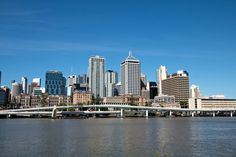 My friend Christine has lived in Brisbane for five years. She tells you her insider tips for the city - e. g. about accommodation, restaurants and sights.