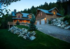 Luxurious Wilderness Lodge! Theatre room, billiard table, stone fireplace! in Lakeside