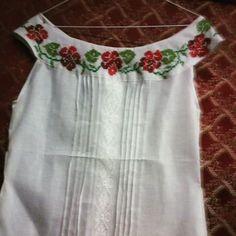 Finalmente terminada, camisa con diseño en el cuello! #materialesangie #polleras #vestidostipicos #vestidosestilizados #Panameña #Panamá #veraguas #coclé #chiriquí #lossantos #herrera #colón #Darién #bocasdeltoro