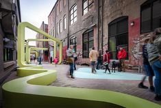 Image 13 of 112 from gallery of 100 Public Spaces: From Tiny Squares to Urban Parks. Photograph by Garey Gomez Urban Furniture, Street Furniture, Public Space Design, Public Spaces, Architecture Design, Architecture Diagrams, Architecture Portfolio, Landscape Architecture, Urban Rooms