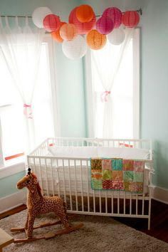 I keep finding these crazy cute nursery pictures. No, I'm not pregnant. And no baby fever.  Just....taking notes.