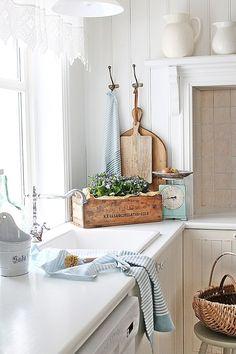 I love this kitchen decor! More pretty ideas of cottage decor on Dagmar's Home. DagmarBleasdale.com #cottage #farmhouse #kitchen #scandinavian #decor #cozy #chippy #shabbychic